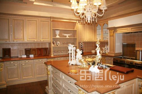 使用实木制作橱柜门板,风格多为古典型,通常价位较高.